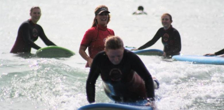 Raglan Surfing School: Surf Lesson
