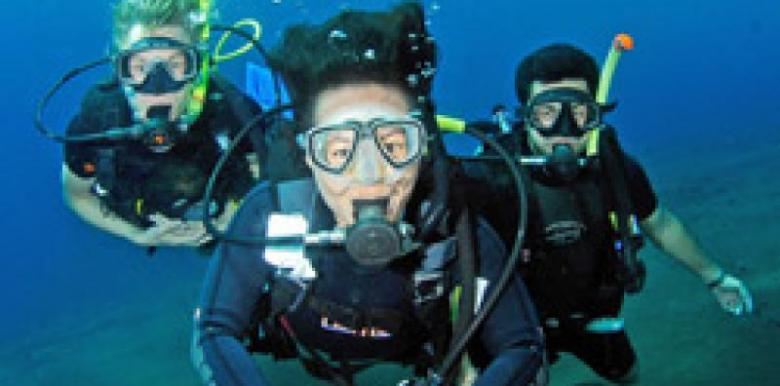 Exmouth Diving Centre: 3 day PADI Open Water Course